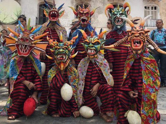 Celebran el primer paseo del Corpus Christi en el Casco Antiguo