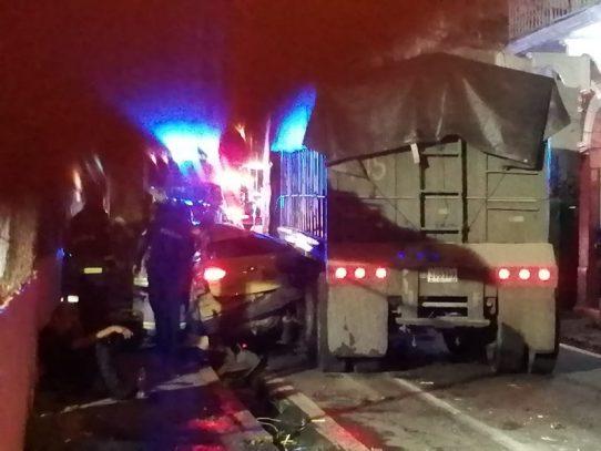 Mula impacta varios autos dejando una víctima fatal
