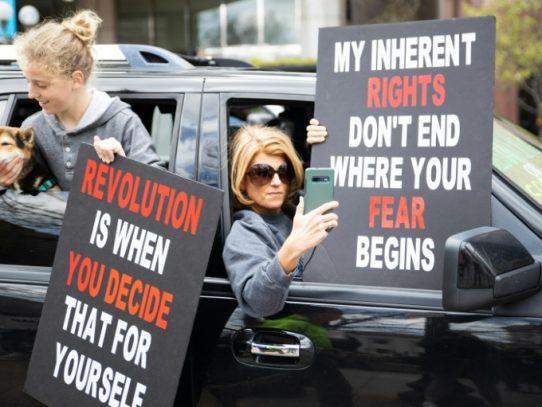 Protestas contra el confinamiento en EE.UU., mientras los muertos superan los 157.000 en el mundo