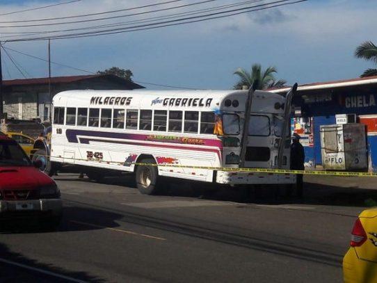 Asesinan a un hombre en un bus en Puerto Pilón