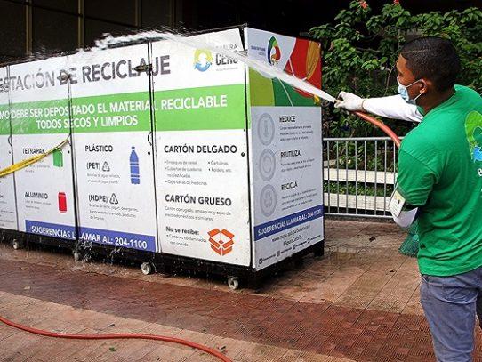 Alcaldía realiza limpieza de estaciones de reciclaje para prevenir el covid-19