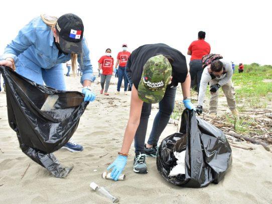 Con limpieza de playas inicia programa de voluntariado en Los Santos