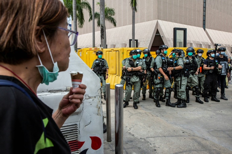La policía antidisturbios vuelve a intervenir contra manifestantes en Hong Kong