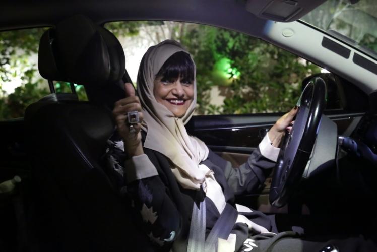 Mujeres sauditas ya no necesitan permiso masculino para tramitar pasaporte — MUNDO