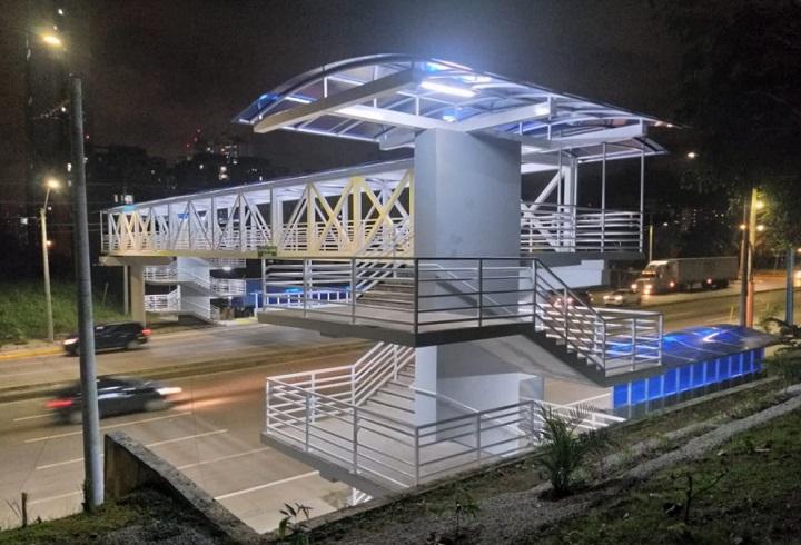"""Culmina construcción del puente peatonal de la UTP """"Campus Metropolitano Dr. Víctor Levi Sasso"""