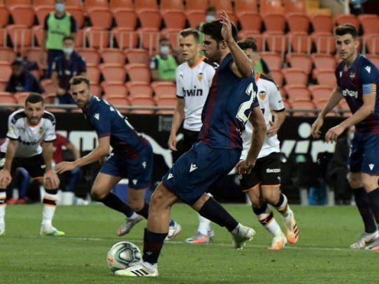 El Valencia deja escapar la victoria ante el Levante