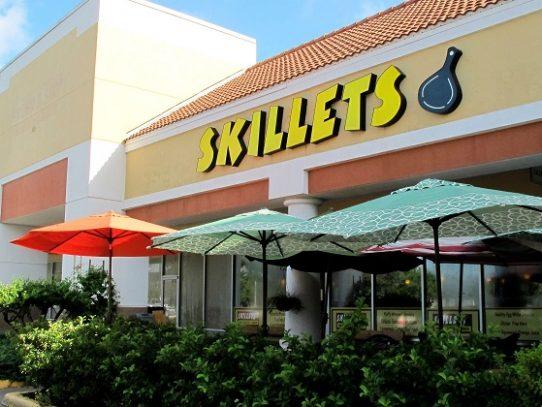Dejan propina de USD 10.000 en restaurante en Florida antes de que despidieran a todos