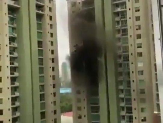 Desalojan inquilinos de un PH en Costa del Este por incendio