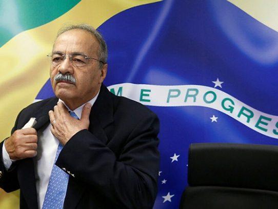 Senador brasileño esconde dinero entre sus nalgas durante requisa
