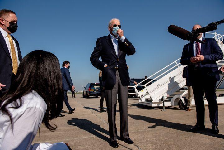 Un mundo exhausto contiene la respiración mientras Estados Unidos elige a su líder