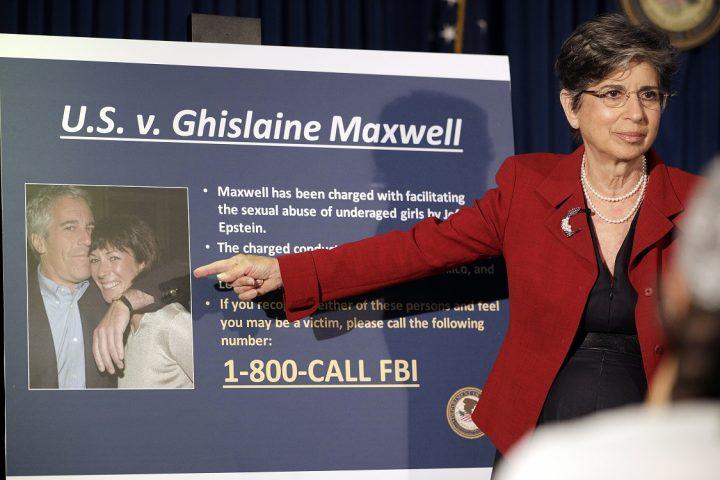 El cargo de que Maxwell le 'procuraba' chicas a Epstein es central para el caso