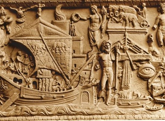 Un grupo de restauradoras hace resplandecer la Colección Torlonia en Roma