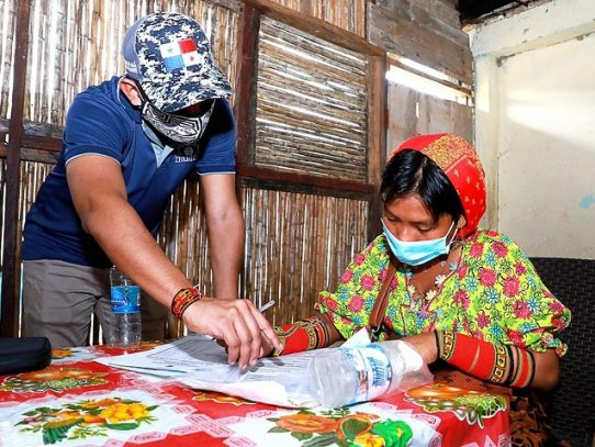 Educadores y comunidades de Guna Yala a favor del uso de mascarilla