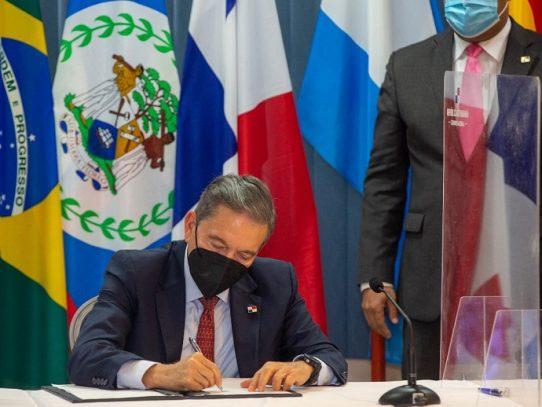 Presidente oficializa acuerdos de la Mesa del Diálogo Social por la Economía