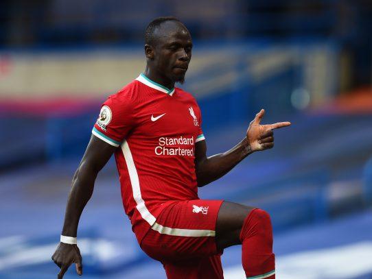 Liverpool tumba al Chelsea con doblete de Mané en el debut de Thiago