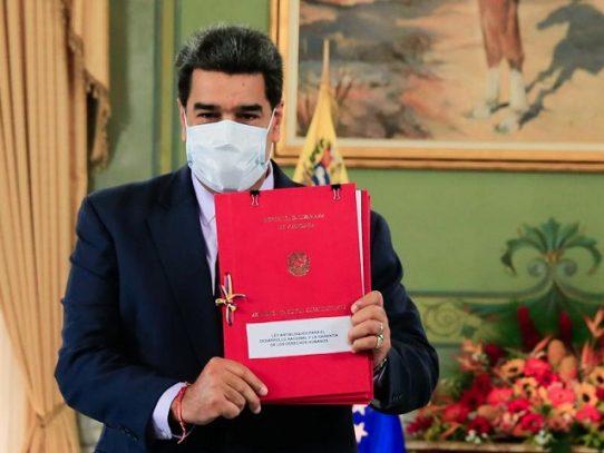 """Constituyente oficialista da a Maduro poderes especiales con """"Ley Antibloqueo"""""""