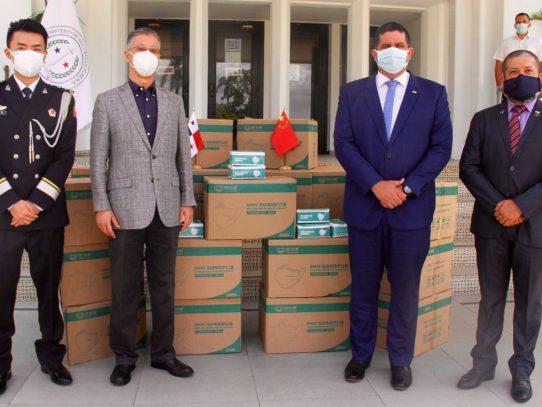 Embajada de China en Panamá dona 100 mil mascarillas a la Fuerza Pública