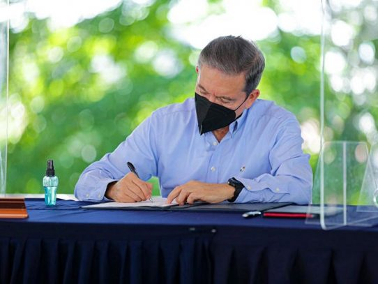 Cortizo firmó decreto que establece la estrategia: Turismo, Conservación e Investigación