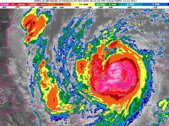 Fuertes vientos y lluvias tras ingreso de huracán Delta a la costa mexicana
