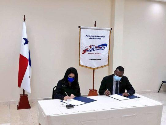 Empresarios de Colón firman convenio con Aduanas para combatir el comercio ilícito