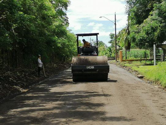 Reparan caminos de producción en Chiriquí