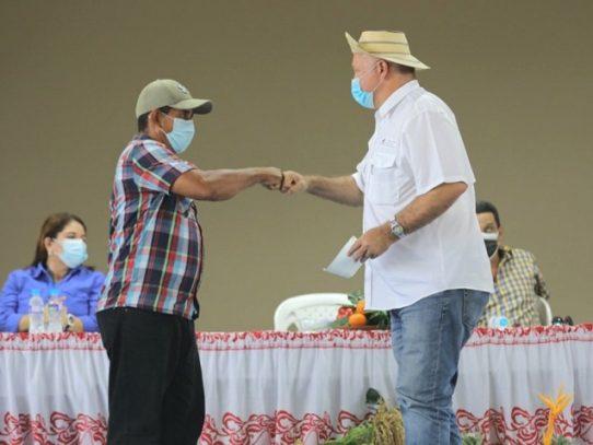 Pagan $287 mil a productores de Herrera y Los Santos por sus cosechas