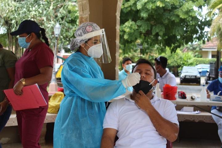 Minsa reporta 825 casos nuevos de Covid-19 y 13 muertes por el virus
