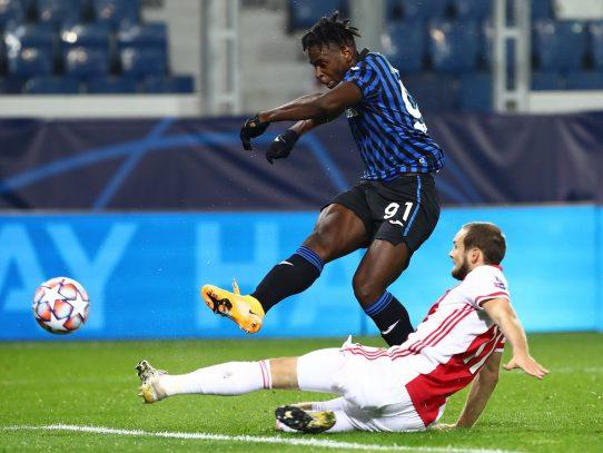 Con doblete de Zapata, Atalanta salva un empate 2-2 ante el Ajax