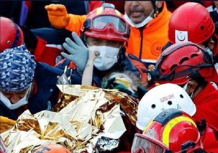 Dos niños rescatados tres días después del sismo en Turquía, que deja más de 80 muertos