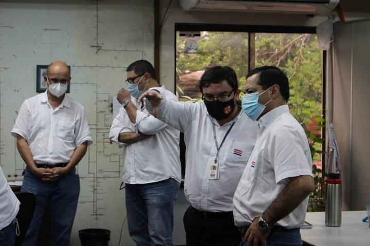 Violento temporal deja sin luz a 400.000 personas en Asunción