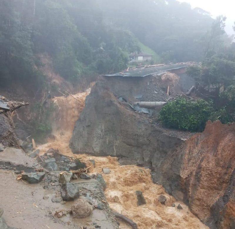 Colapso de vía que conduce a Bocas del Toro deja a miles de personas atrapadas