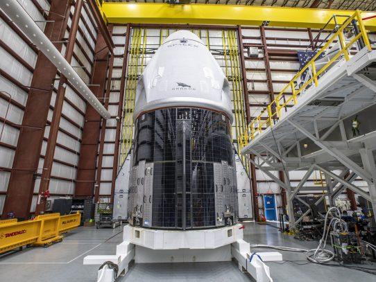 SpaceX envía el domingo a cuatro astronautas a la estación espacial