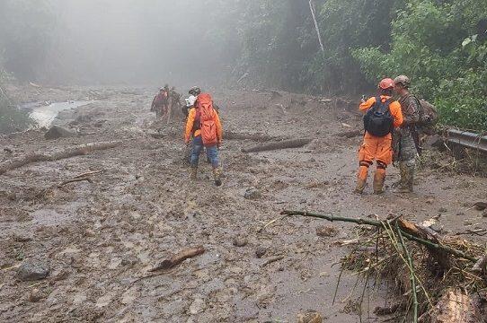 Aumenta a 17 la cifra de fallecidos por las inundaciones y derrumbes
