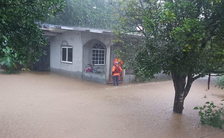 Veraguas: Más de una docena de familias evacuadas por desbordamiento de río Quebro