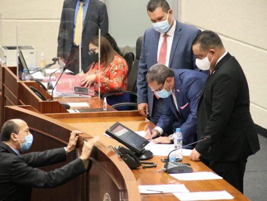 Ministro Paredes presenta ante Asamblea proyecto que regula el arrendamiento inmobiliario