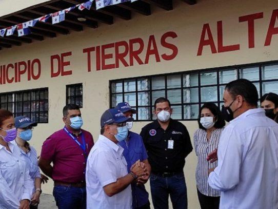 Ministro de Vivienda se reúne con familias de Paso Ancho en Bambito