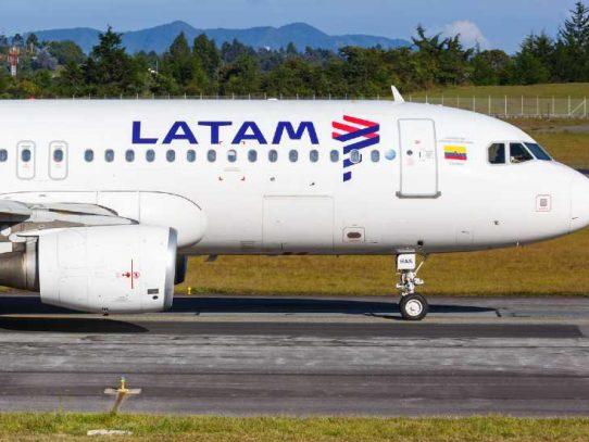 Latam cancela vuelos desde y hacia Chile por cierre de fronteras por pandemia