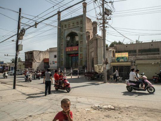 El papa Francisco llama a los uigures 'perseguidos' y el gobierno chino se defiende