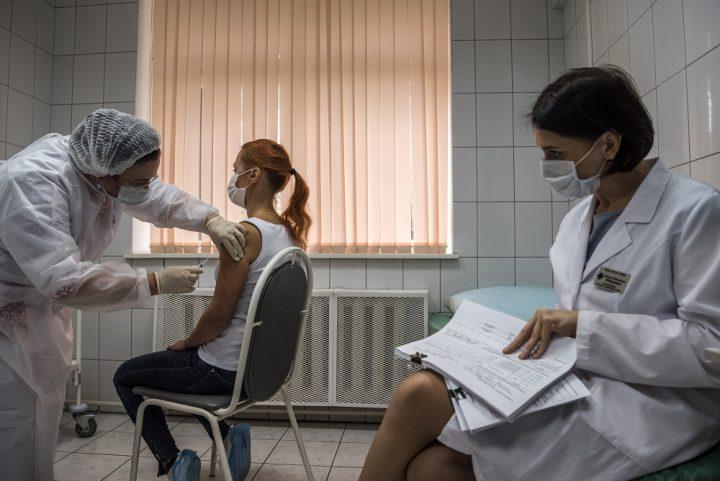 Rusia se toma su tiempo para administrar la vacuna contra COVID-19