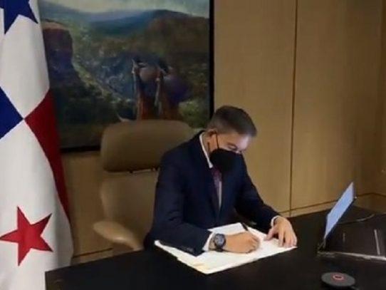 Cortizo sanciona ley que busca erradicar la violencia política contra la mujer