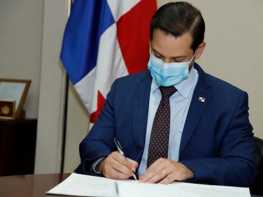 MICI firma convenio para elevar competitividad de mano de obra panameña