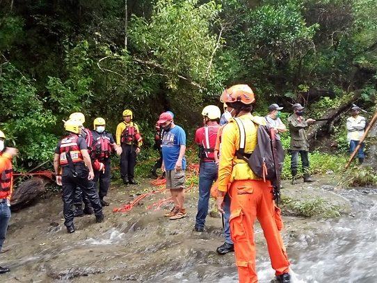 Continúa la búsqueda de joven de 15 años arrastrada por una cabeza de agua