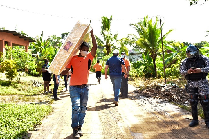 Gobierno nacional traslada ayuda humanitaria a los afectadas por la crecida del Río Chilibre