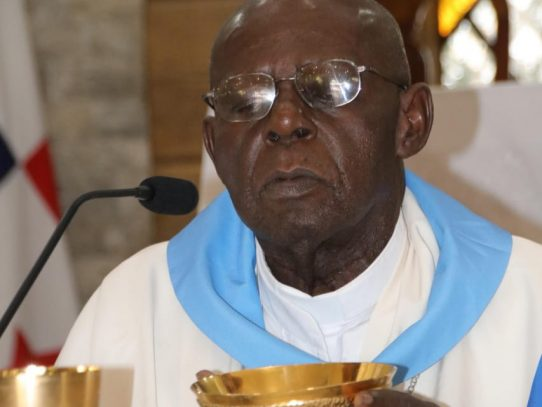 Iglesia católica de duelo:  fallece monseñor Uriah Ashley