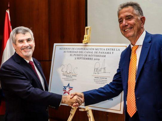 El Canal de Panamá firma acuerdo con el Puerto de Róterdam para promover el comercio