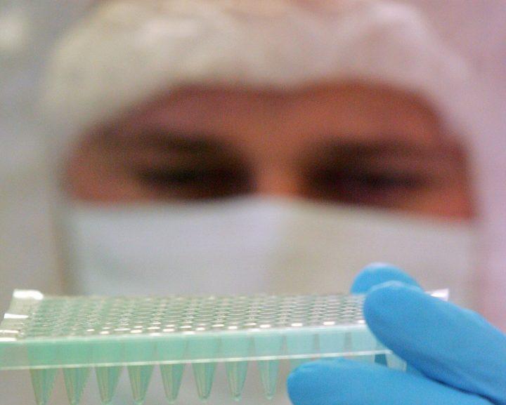 Harán secuenciación en cien mil personas para crear base de datos genómicos
