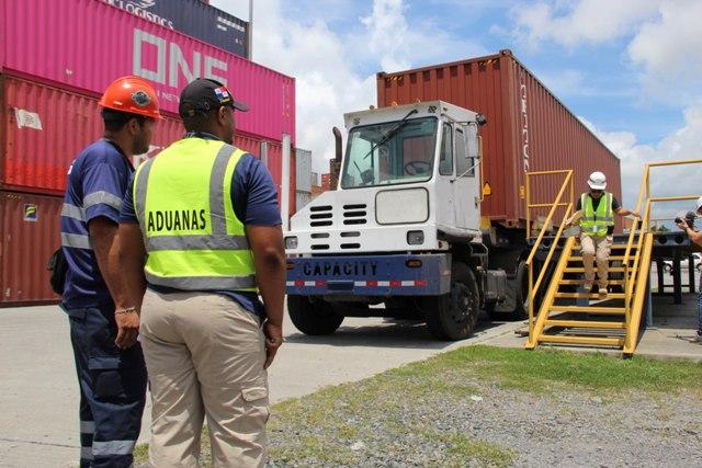 Panama Ports Company dona equipo tecnológico a la Aduanas