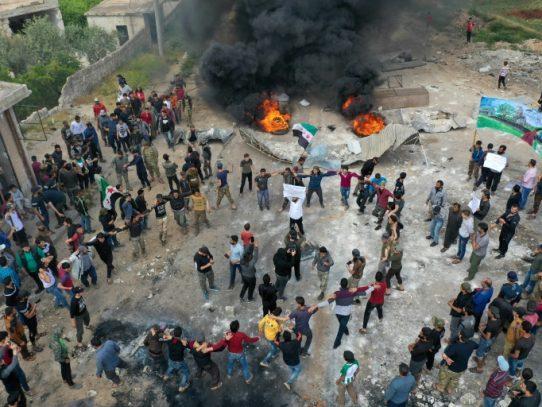 Manifestación en la región siria de Idlib contra un grupo yihadista