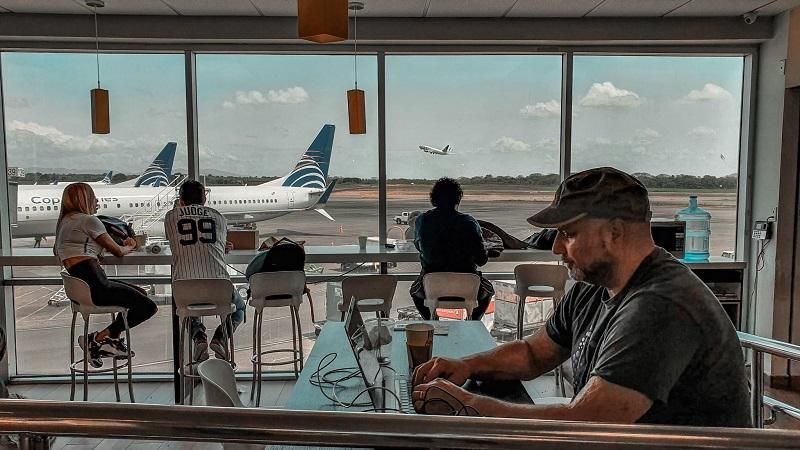 Aeropuertos listos para recibir a los pasajeros comerciales de manera segura