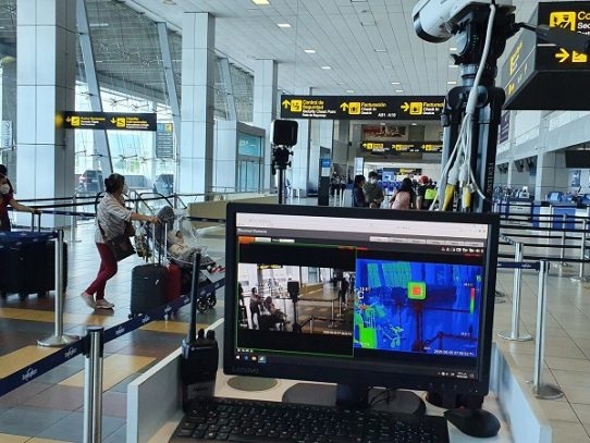 Repatriados 181 panameños en vuelo humanitario desde Bogotá